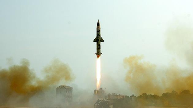 La India prueba con éxito un misil balístico con capacidad para portar una ojiva nuclear
