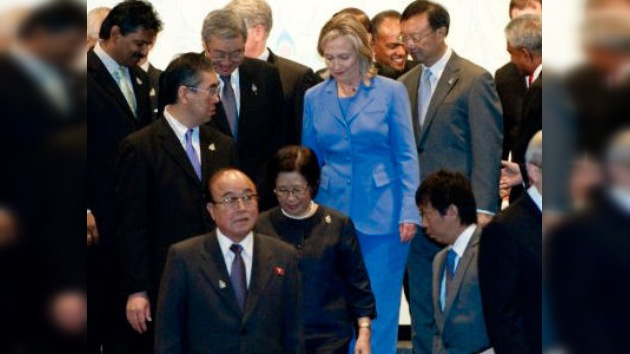Los cancilleres de ambas Coreas se reúnen por primera vez desde 2008