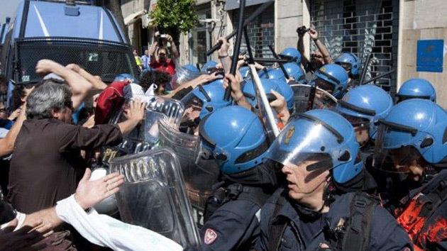Video: Italianos asaltan una sede de Hacienda