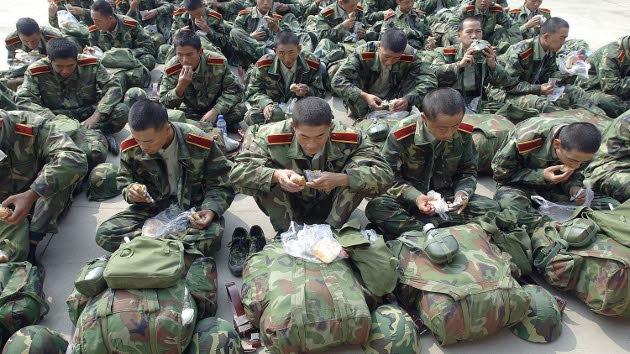 Al Ejército chino le crecen los soldados y estudia desarrollar vehículos más amplios