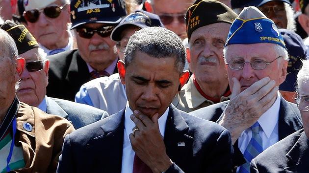 """""""Repugnante"""": Obama enfurece a Internet por masticar chicle en el Día D"""