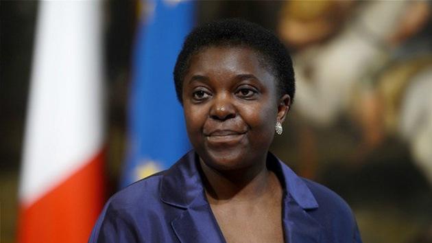 Ministra italiana de raza negra es objeto de burlas racistas en el país