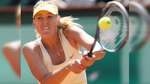 María Sharápova barre en su debut en el Roland Garros