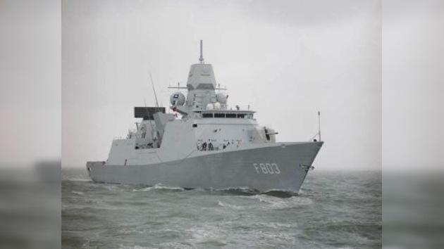 La fragata holandesa desarmó a 12 piratas frente a Somalia