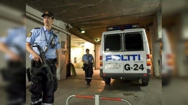 Atacan el coche de Breivik cuando iba camino del juzgado