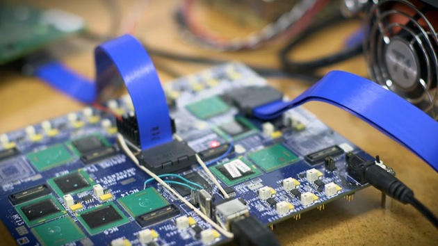 Científicos crean microchips que imitan el cerebro humano