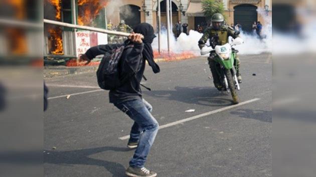 Los carabineros responden con violencia la 'resurrección' de los estudiantes chilenos
