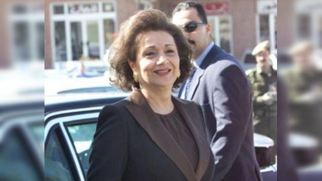Liberan bajo fianza a la esposa de Hosni Mubarak