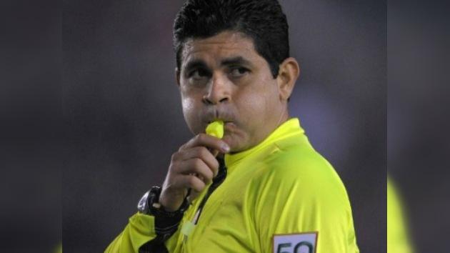 Denuncian al ex árbitro colombiano Óscar Ruiz por acoso sexual