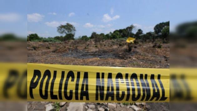 Mueren 8 policías colombianos al estrellarse un helicóptero