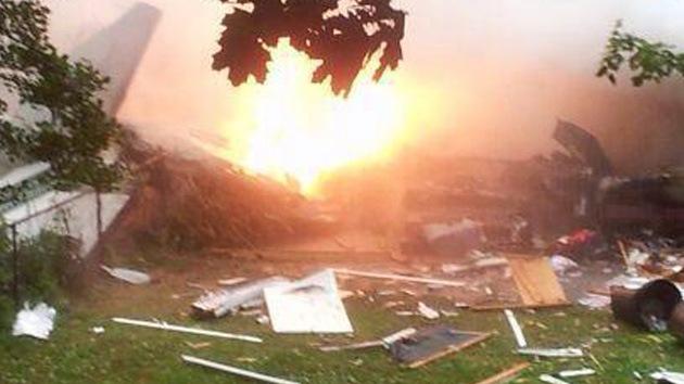 Fotos: Avioneta cae sobre dos casas en EE.UU.
