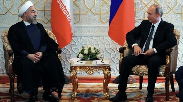 """Politólogo de EE.UU.: """"La depreciación del crudo no ayuda a EE.UU. contra Rusia e Irán"""""""