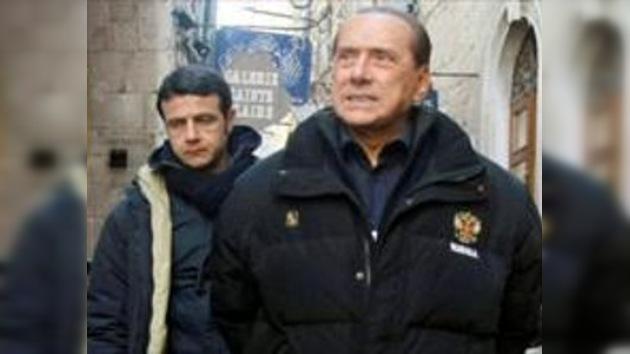 Berlusconi lució una campera con el escudo de Rusia