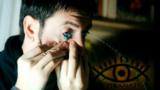 Video: Un artista argentino crea sus obras lanzando pintura por los ojos