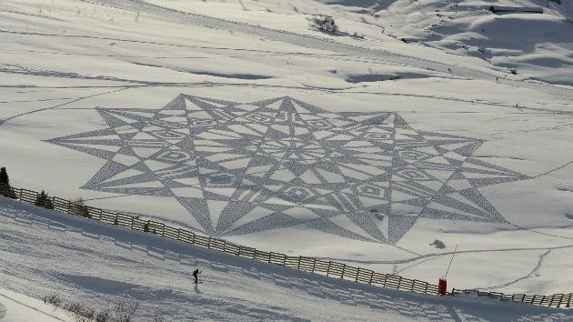Gigantescos dibujos 'extraterrestres' dejan 'huella' sobre la nieve