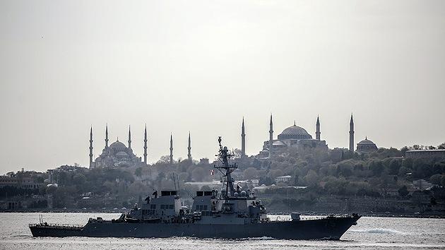 Video: El destructor de misiles de EE.UU. atraviesa Turquía y entra en el Mar Negro