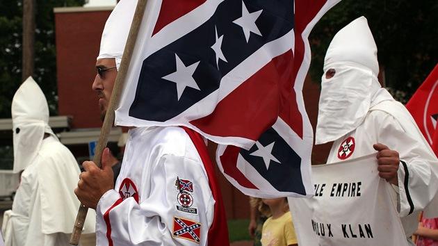 EE.UU.: Rebautizan 'en falso' una calle con sabor a Ku Klux Klan sin retocar su letrero