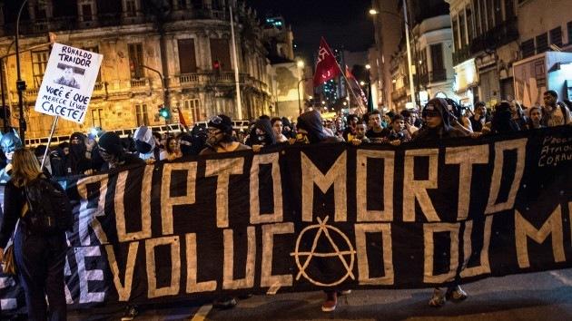 Los anarquistas de Black Bloc prometen desatar el caos en el Mundial de Brasil