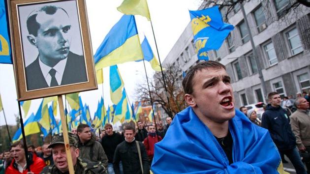 Ucrania: Exigen a Poroshenko dar título de héroe a colaboradores de los nazis