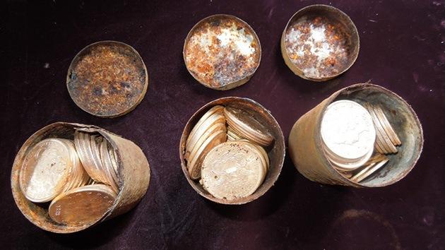 Una pareja que paseaba al perro halla un valioso tesoro con 1400 monedas de oro