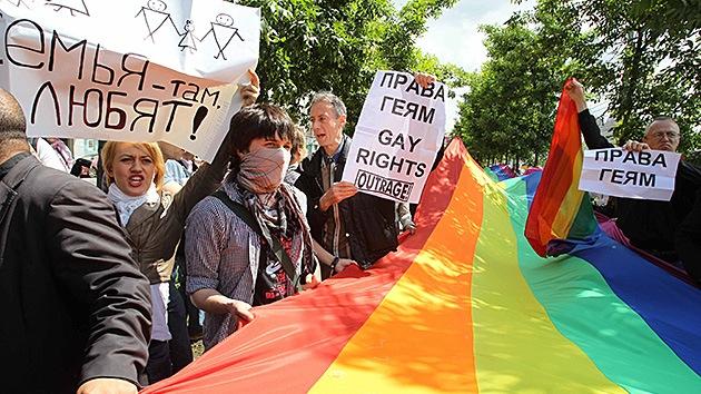 Prohíben marchas gays en Moscú por 100 años