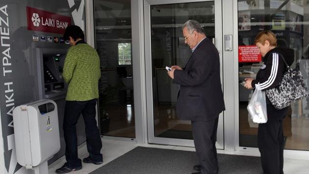 No pierda su dinero como en Chipre: retire sus fondos todos los viernes