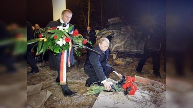 Jaroslaw Kaczynski, Putin y Tusk visitaron el lugar de la tragedia
