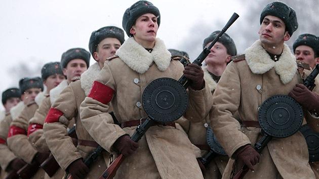 Rusia conmemora el 70.º aniversario del fin del sitio de Leningrado con un desfile militar