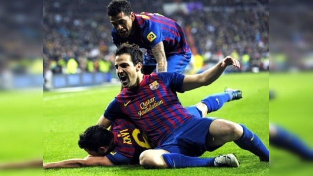 Barcelona da un golpe al Madrid en su feudo y pone la Liga al rojo vivo