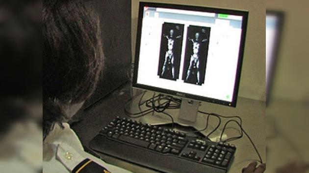 Los escáneres corporales violan la ley que penaliza la pornografía infantil