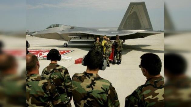 EE. UU. chequea sus cazas en busca del 'problema respiratorio' que abatió un F-22 en 2010