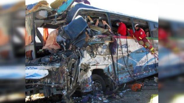 Un accidente de autobús en Perú causa al menos 20 muertos
