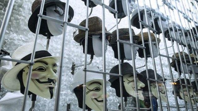 Anonymous amordaza al Ku Klux Klan