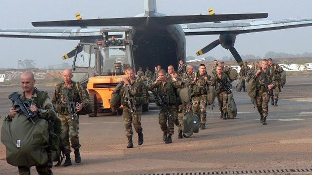 Hollande confirma que las tropas francesas ya se encuentran en Mali