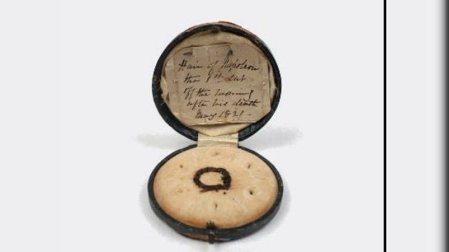 Se subasta por 13.217 dólares el último mechón de pelo de Napoleón