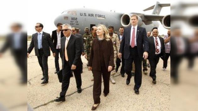El recrudecimiento de los combates en Sirte da la bienvenida a Clinton