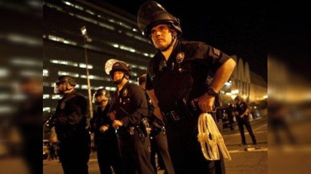 Investigan caso de brutalidad policial en un autobús californiano