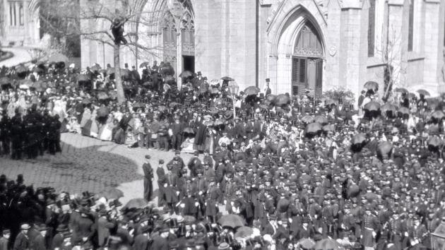 Expertos estudian la autenticidad de dos posibles fotos del entierro de Lincoln