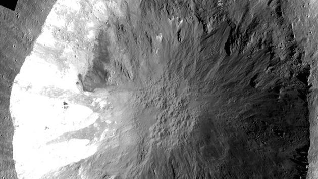 La NASA encuentra extraños surcos en un asteroide: ¿agua a la vista?