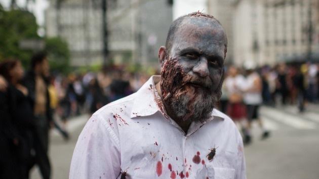 Botiquín de emergencia para sobrevivir a un apocalipsis zombi: ¡No se olvide las curitas!