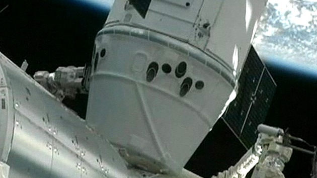 Video: Los astronautas de la EEI reciben la Dragon
