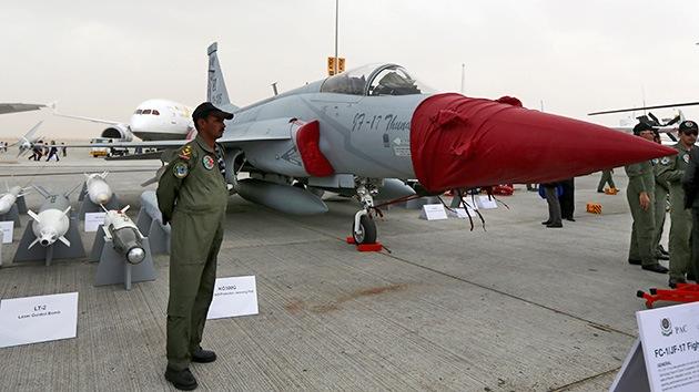 Pakistán entra en el club de exportadores de aviones de combate