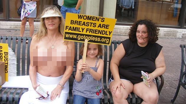 Fotos: Mujeres exigen igualdad en 'topless'