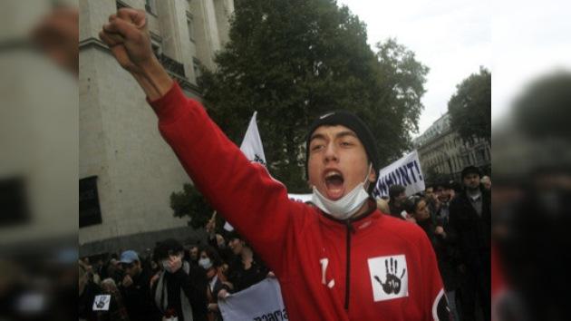 La oposición georgiana se enfrenta a la policía en Tbilisi