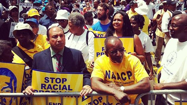 Nueva York protesta contra la discriminación de negros y latinos por la Policía