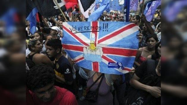 """El gobernador de las Islas Malvinas denuncia que Argentina """"les complica la vida"""""""