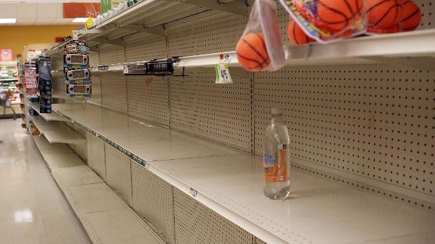 Fotos: Usuarios de redes sociales posan con objetos robados durante el paso de Sandy