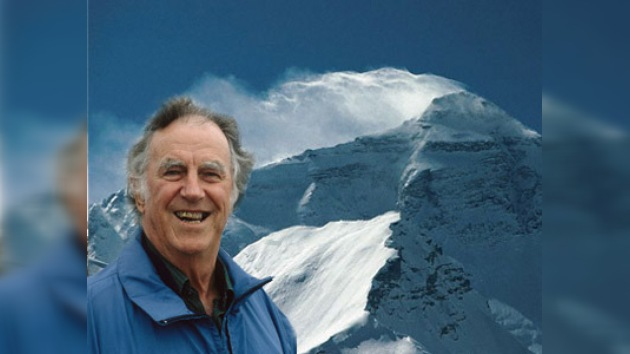 El primer conquistador del Everest no realizará el ascenso póstumo