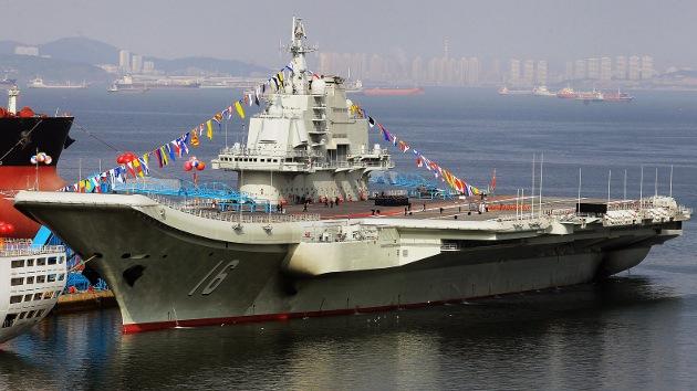 Fotos: La Armada china incorpora su primer portaaviones