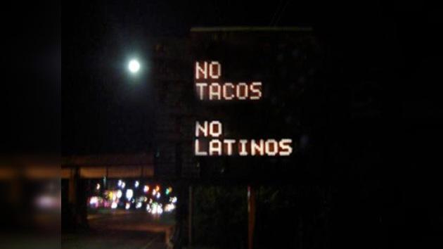 Un letrero racista aparece en autopista de Miami
